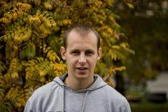 Foto di una fine del giovane su fotografie stock
