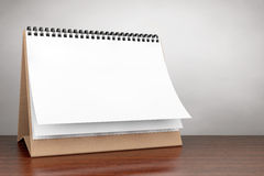 Foto di vecchio stile Calendario di spirale dello scrittorio della carta in bianco Fotografia Stock