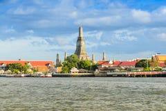 Foto di Wat Arun Bangkok, Tailandia prima dell'insieme del sole Immagini Stock Libere da Diritti