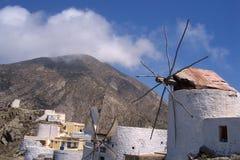 Foto di windwill nel villaggio di Olympos nell'isola Karpathos fotografia stock libera da diritti