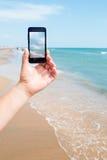 Foto die op smartphone schieten Stock Afbeelding