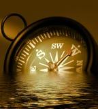 Foto die van een Kompas in Sepia Tonen, en in Wa verdrinkt daalt Royalty-vrije Stock Afbeeldingen