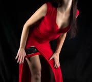 Foto die van vrouw rode damesslipjes opstijgt Royalty-vrije Stock Fotografie