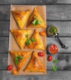 Foto do alimento de Samosa imagem de stock