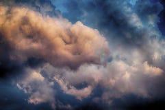 Foto do céu e de nuvens bonitos fotografia de stock