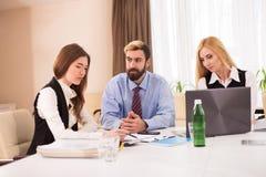 Foto do candidato fêmea durante a entrevista de trabalho Imagem de Stock Royalty Free