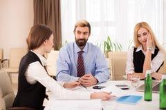 Foto do candidato fêmea durante a entrevista de trabalho Imagens de Stock