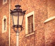 Foto do cargo bonito da lâmpada e de janelas velhas do vintage em Wroclaw, Imagem de Stock Royalty Free