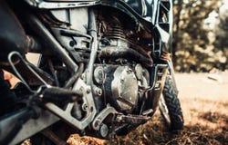 Foto do close up da bicicleta velha do motor exterior Imagens de Stock Royalty Free