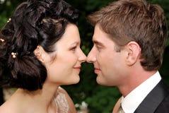 Foto do Close-up de pares novos do casamento Imagens de Stock