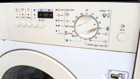 Foto do close up dos botões e dos botões no painel de controle da máquina de lavar Fotos de Stock