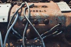 Foto do close-up dos componentes mecânicos de uma locomotiva de vapor oxidada velha foto de stock royalty free