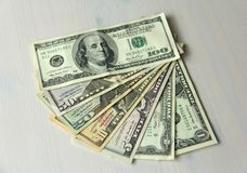 Foto do dinheiro Dólares de papel das denominações diferentes - 1, 2, 5, Imagem de Stock
