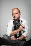 Foto do estúdio de um homem novo considerável adulto Fotos de Stock Royalty Free