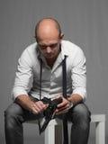 Foto do estúdio de um homem novo considerável adulto Foto de Stock Royalty Free