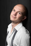 Foto do estúdio de um homem novo considerável adulto Imagens de Stock Royalty Free