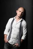 Foto do estúdio de um homem novo considerável adulto Fotografia de Stock Royalty Free