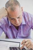 Foto do homem de negócios deprimido novo Sitting In Office Fotos de Stock
