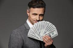 Foto do indivíduo rico e feliz 30s do empresário no terno de negócio de fotos de stock royalty free