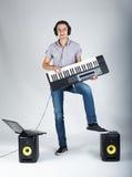 Foto do menino com piano imagem de stock royalty free