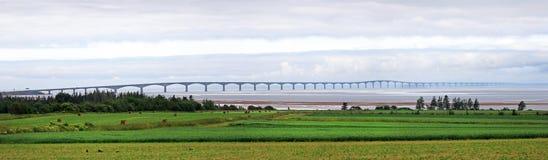 Foto do panorama do príncipe Edward Island Confederation Bridge, lado norte PEI, Canadá imagem de stock