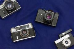Foto do quarteto no feriado às câmeras análogas imagens de stock royalty free