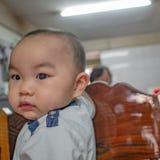 Foto do retrato de Cutie e do menino asiático considerável foto de stock