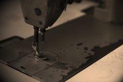 Foto do tom do Sepia da máquina de costura imagens de stock royalty free