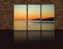 A foto do tríptico com azuis celestes alisa a superfície do oceano com yello fotos de stock