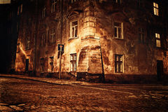 Cidade européia velha na noite imagem de stock royalty free