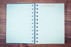 Foto do vintage, data do 14 de fevereiro escrita no caderno, dia de Valentim Imagem de Stock Royalty Free