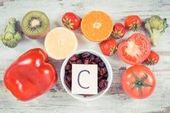 Foto do vintage, frutas e legumes como a vitamina C das fontes, fibra dietética e minerais, reforçando o conceito da imunidade imagem de stock royalty free