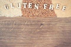 Foto do vintage, inscrição sem glúten com amaranto, quinoa e trigo mourisco, espaço da cópia para o texto Imagens de Stock