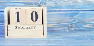 Foto do vintage, o 10 de fevereiro Data do 10 de fevereiro no calendário de madeira do cubo Imagem de Stock Royalty Free