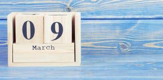Foto do vintage, o 9 de março Data do 9 de março no calendário de madeira do cubo Fotos de Stock Royalty Free