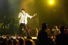 Sakis Rouvas che canta in scena a Atene, Grecia Fotografia Stock