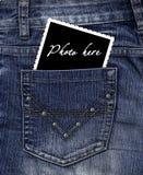 Foto in einer Tasche Jeans Stockfoto