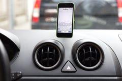 Foto eines iphone an geregelt Lizenzfreie Stockfotos