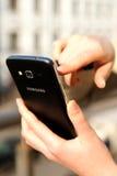 Foto eines Smartphone Samsungs Android Lizenzfreie Stockbilder