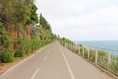 Foto eingelassenes Italien Straße entlang dem Meer lizenzfreies stockbild