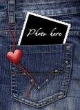Foto em um bolso das calças de brim Fotografia de Stock Royalty Free