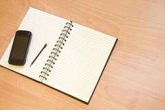 foto för anteckningsbok för affärsconcpet mobilt royaltyfri bild