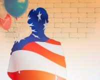 Foto för dubbel exponering av skugga av en man och en USA flagga royaltyfri fotografi