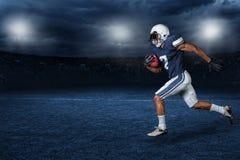 Foto för handling för lek för amerikansk fotboll Arkivfoton