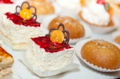 Foto 19 för kaka för restaurangbuffémottagande Arkivbilder