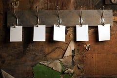 foto för krok för attach fem paper till Arkivfoto