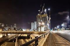 Foto för sikt för Ayalon vägTel Aviv natt panorama- Royaltyfri Foto