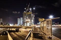 Foto för sikt för Ayalon vägTel Aviv natt panorama- Arkivfoton