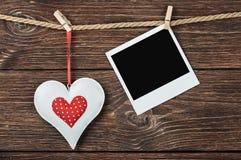 Foto-Feld mit Herzen und Platz für Glückwünsche Valentinsgruß Stockbild