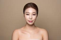 foto femenina asiática joven de la belleza del estudio 20s - aislada Foto de archivo